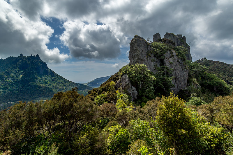 Mount Manaia (links) und Mount Aubrey (rechts)