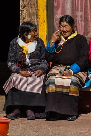 Tsetang - People