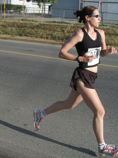 2005 Run Cowichan 10K - John Black leads a very competitive pack
