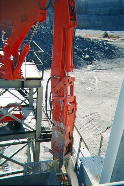 NPK B600 pedestal boom system with E207 hydraulic hammer-breaking bridged rock in quarry (6).jpg