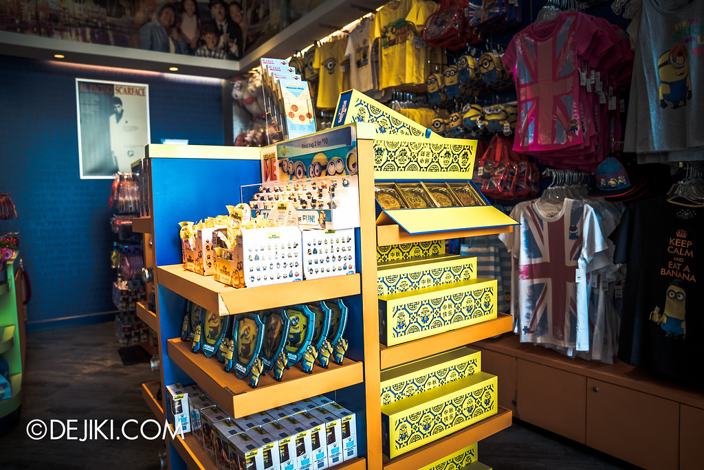 Universal Studios Singapore - Park Update September 2016 / Minion Mooncake being sold outside the park