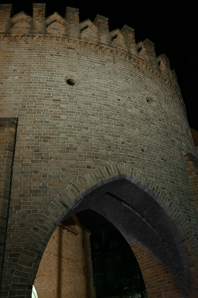 DSC00412 Warsaw - Old Town Wall at Night.jpg