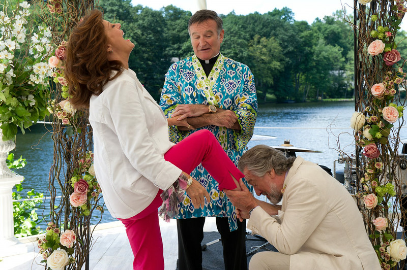 . Bebe (Susan Sarandon, left), Father Moinighan (Robin Williams, center) and Don (Robert De Niro, right) in THE BIG WEDDING.  (Photo by Barry Wetcher, Provided by Lionsgate)