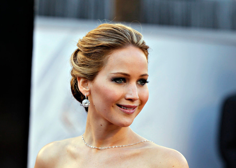 """. Actress Jennifer Lawrence, best actress nominee for her role in \""""Silver Linings Playbook\"""", arrives at the 85th Academy Awards in Hollywood, California February 24, 2013.    REUTERS/Lucas Jackson"""