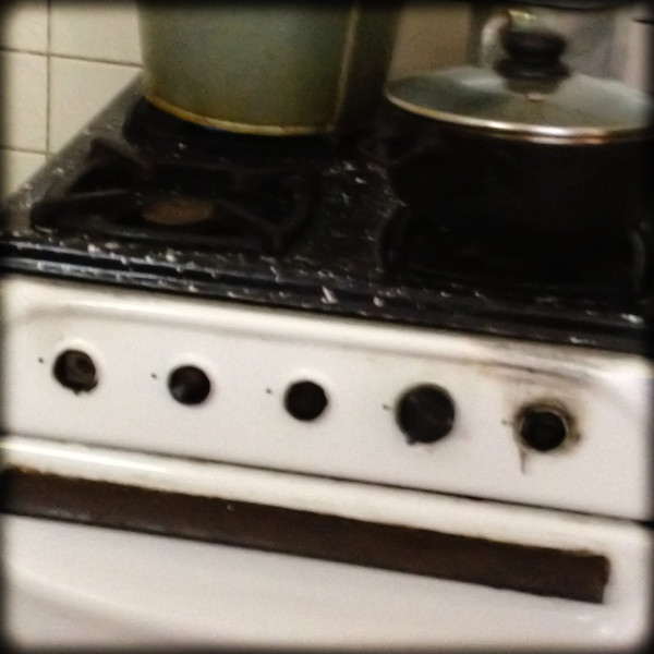 I wish I had a better pic of this stove. one good knob. one good metal. the rest - even the metal part is broken...