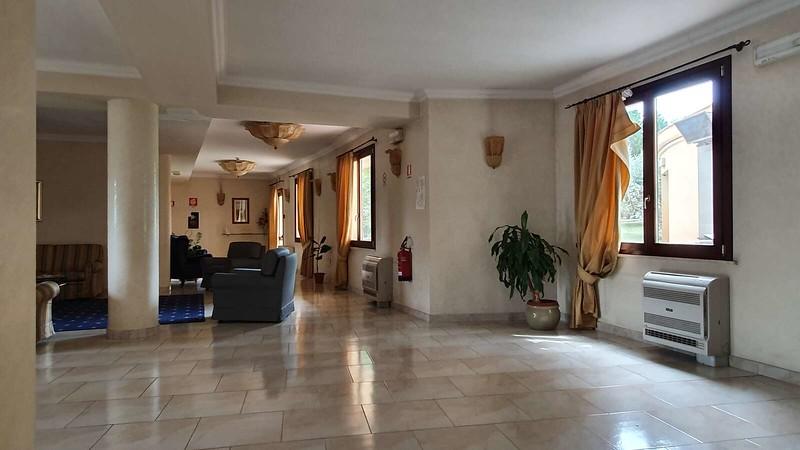 006 -  ROMA DOMUS HOTEL - LOBBY.jpg