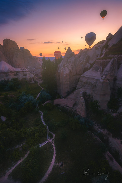 cappadocia-ballon-in-the-valley-8.jpg