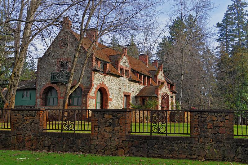 bourne cottage 2 1-15-2011.jpg