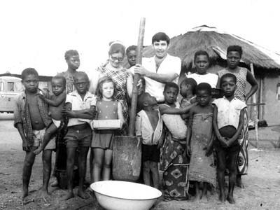 Azevedo António e família - aldeia indígena - Lucapa - 1973