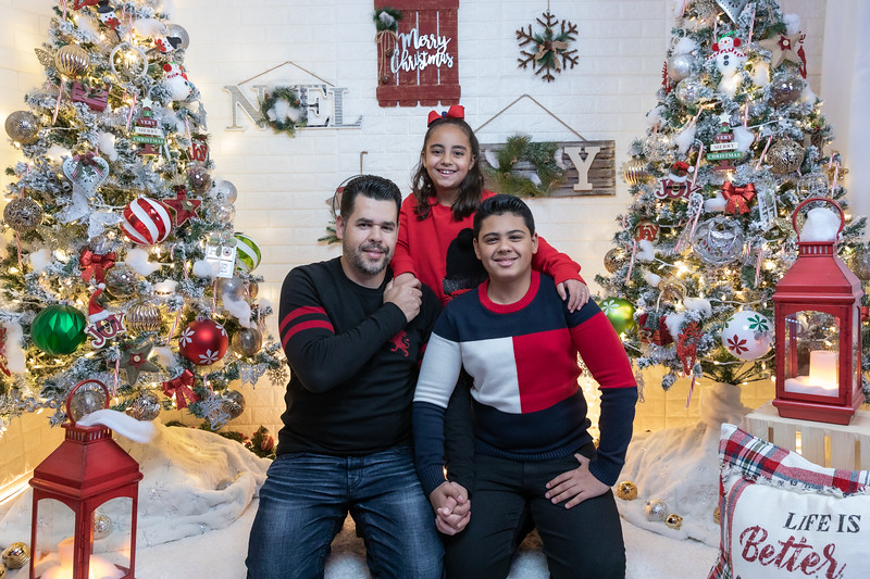 12.18.19 - Vick's Christmas Photo Session 2019 - -15.jpg