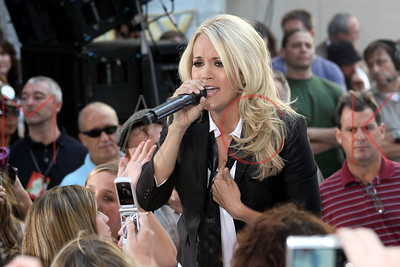 """New York, NY - July 30:  Carrie Underwood, performs at the NBC """"Today"""" Concert Series, New York, USA"""