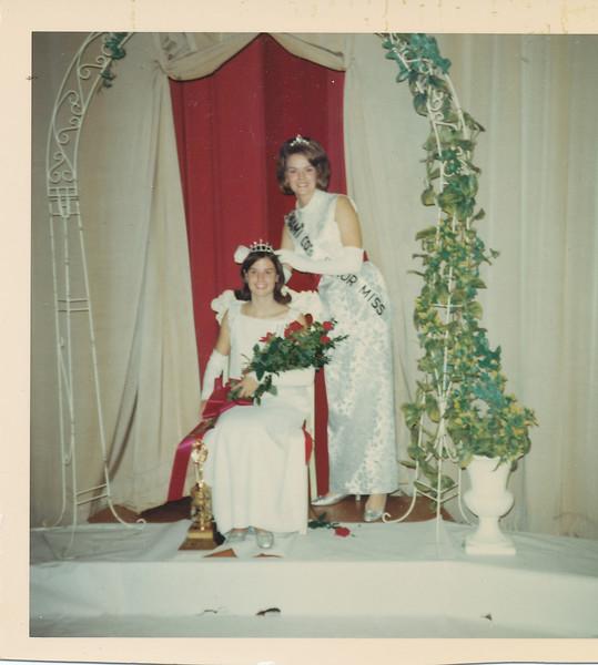 Jane Sullivan being crowned.jpg