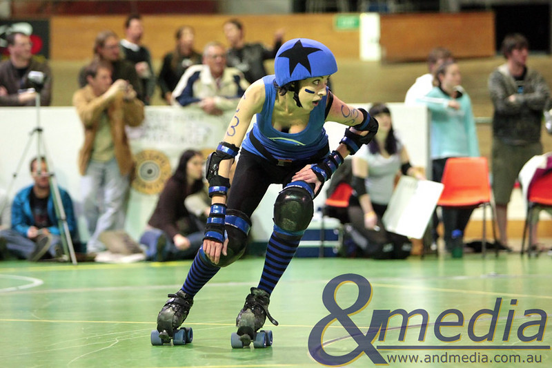 140810WARD0969 WA Roller Derby - Sonic Doom vs Electric Screams @ Midvale Speed Dome, 14th August 2010. Sonic Doom jammer Taye Q. Down. checks out the location of the pack behind her. Photo: TRAVIS ANDERSON - Andmedia ©2010.