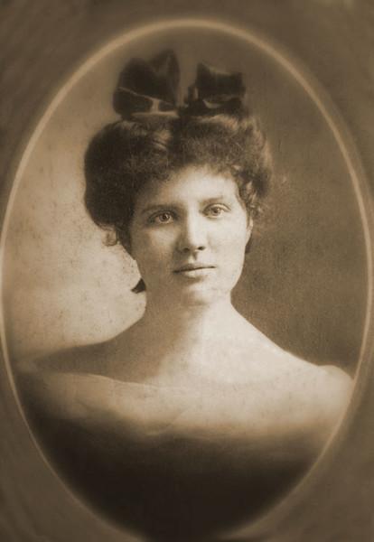 Violet Engle Rummel_great grandmother of Tracy Endorestore.jpg