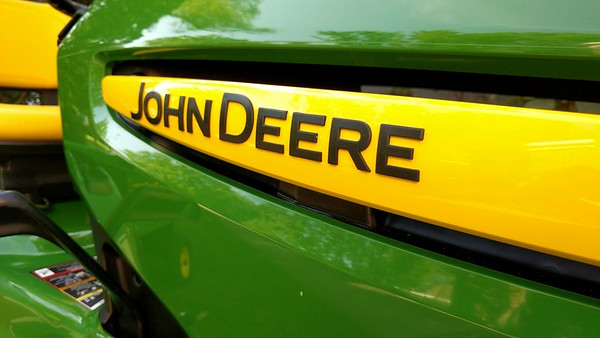 John Deere tractor X324