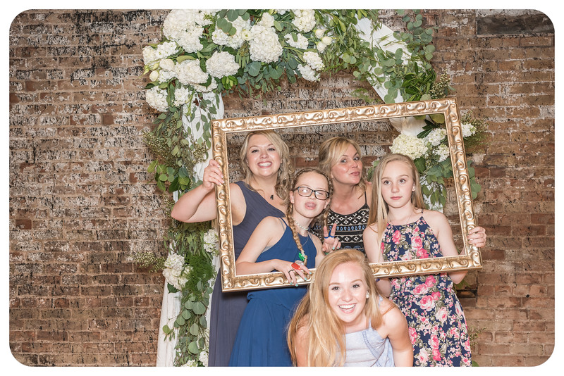 Laren&Bob-Wedding-Photobooth-153.jpg