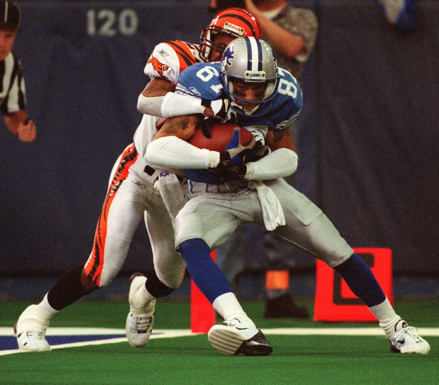 . Detroit Lions wide receiver Johnnie Morton (right) fights off Cincinnati Bengal cornerback Artrell Hawkins as he makes a key catch that set up at touchdown during the Lions 31-27 loss at the Silverdome Sunday.