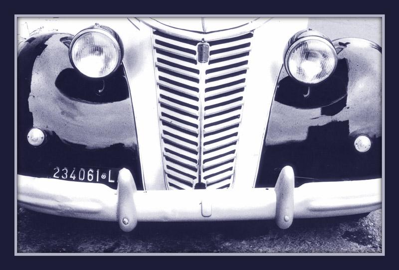 macchina blu .jpg