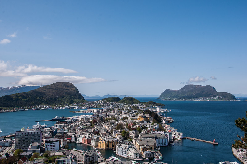 2016.05.25 - Alesund. Walking up/down Fjellstua.
