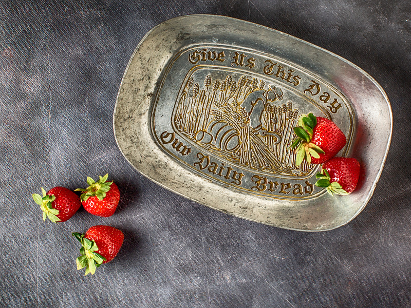 Give-us-a-strawberry_EAC1087.jpg