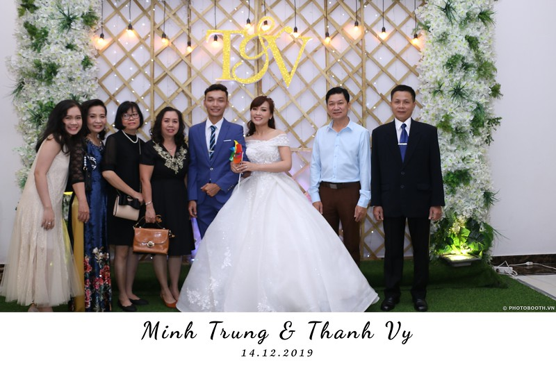 Trung-Vy-wedding-instant-print-photo-booth-Chup-anh-in-hinh-lay-lien-Tiec-cuoi-WefieBox-Photobooth-Vietnam-001.jpg