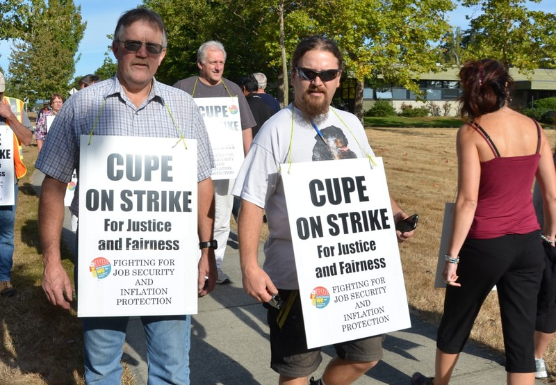 917picket3web.jpg