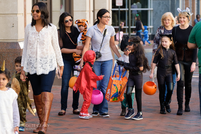 20161029 144 Halloween at Reston Town Center.JPG