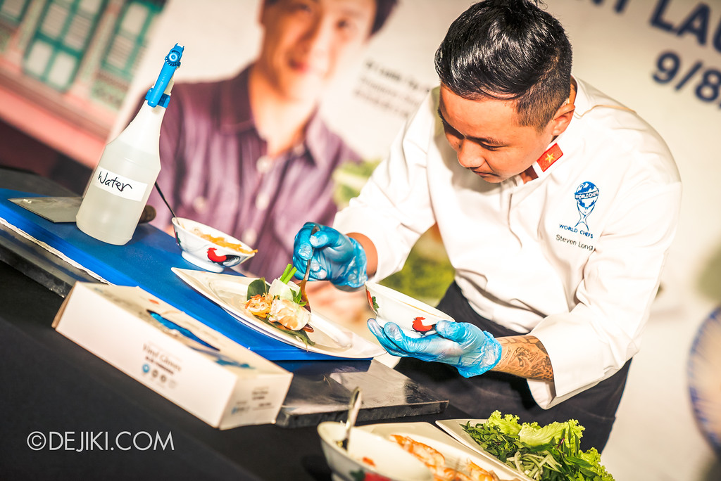 RWS Street Eats 2018 - Chef Steven Long preparing Vietnamese Summer Rolls Ben Thanh finishing touch