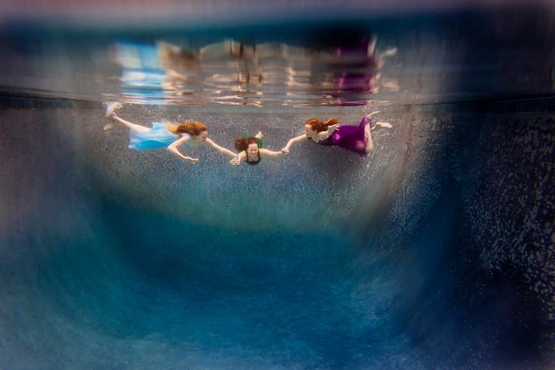 UnderwaterJeni4.jpg