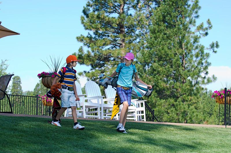 BlackButteRanch-golf_Glaze-Meadow-putt-kids_KateThomasKeown_DSC9324e.jpg