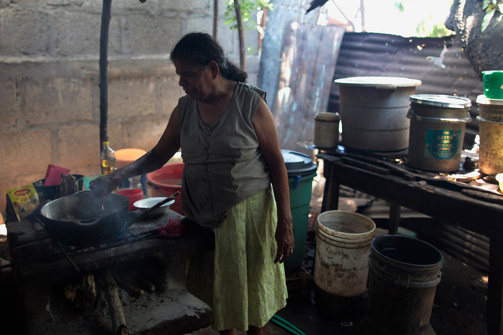 . An indigenous woman cooks in the indigenous community of Monimbo in Masaya City, about 24 km (15 miles) south of Managua, April 9, 2013. Indigenous representatives from Bolivia, Chile, Colombia, Ecuador, Guatemala, Honduras, Mexico, Nicaragua, Panama, Peru and Venezuela will analyze the food security of their peoples during the 13th ordinary session of the Indigenous Parliament of America (PIA) held in the city of Managua.     REUTERS/Oswaldo Rivas