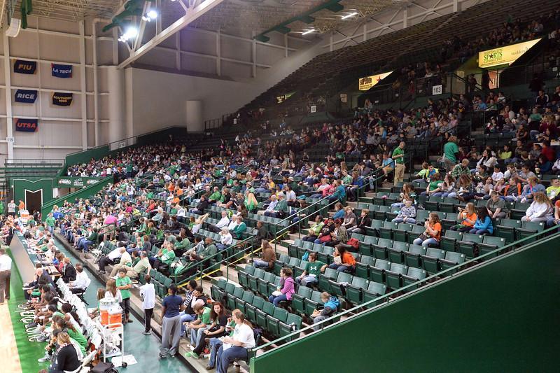 crowd5373.jpg