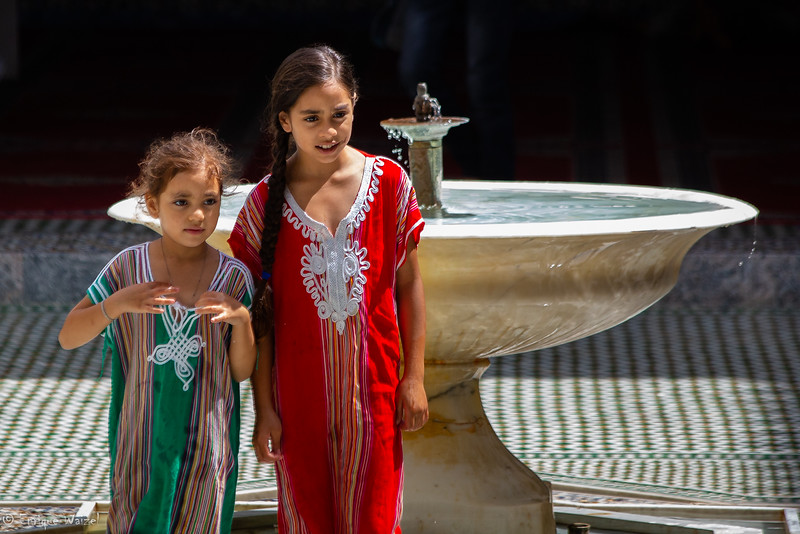 Fes girls and fountain.jpg