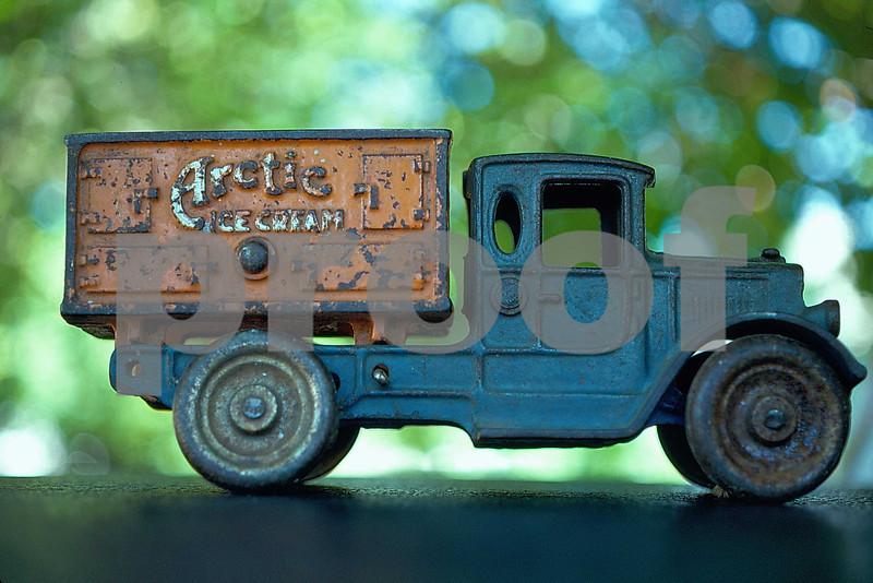 Arctic ice cream truck Bomp 48.01.001.jpg