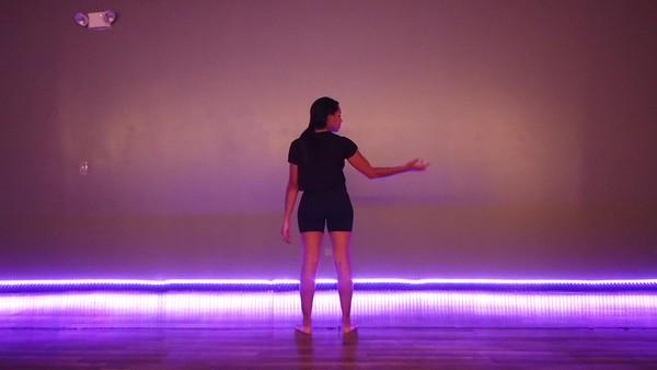 Mia - Contemporary 11-09