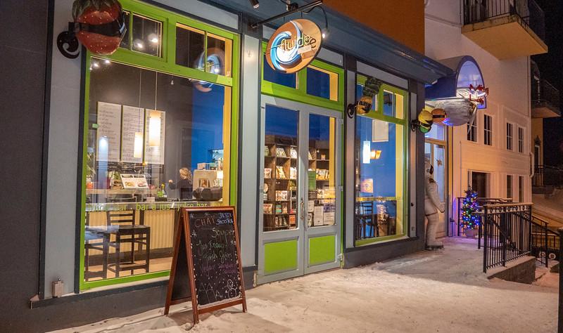 Mont-Tremblant-Quebec-Restaurant-Fluide-01.jpg