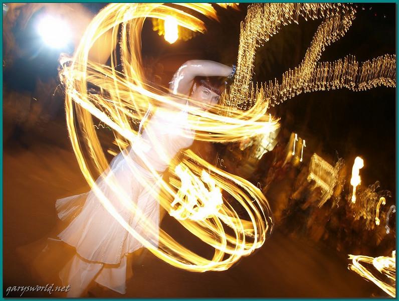 E-3; 12/6/2009; 1 at f/5.6; ISO 100; white balance: Auto; focal length: 14 mm