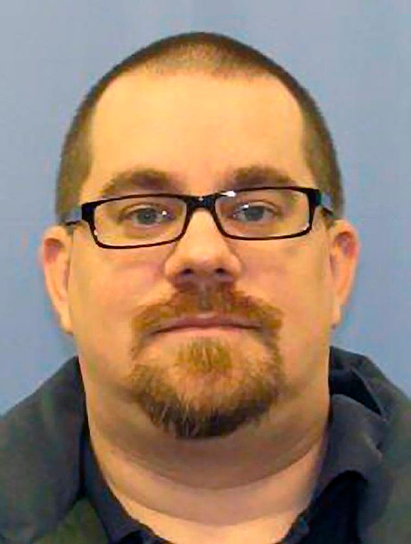 . Kevin Cleeves, 36, of Waynesboro, Pennsylvania is shown in this handout photo released by Pennsylvania State Police Department on July 28, 2012.  Cleeves was arrested early Saturday and is suspected of fatally shooting three people near his hometown and fleeing with his 4-year old daughter, according to officials.  REUTERS/Pennsylvania State Police Dept/Handout