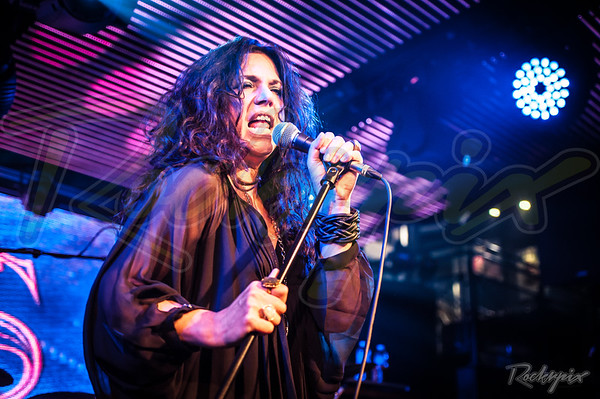 Sari Schorr - Under The Bridge