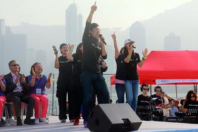 2013-11-16-萬人讚美操國際組 -- 敬拜讚美