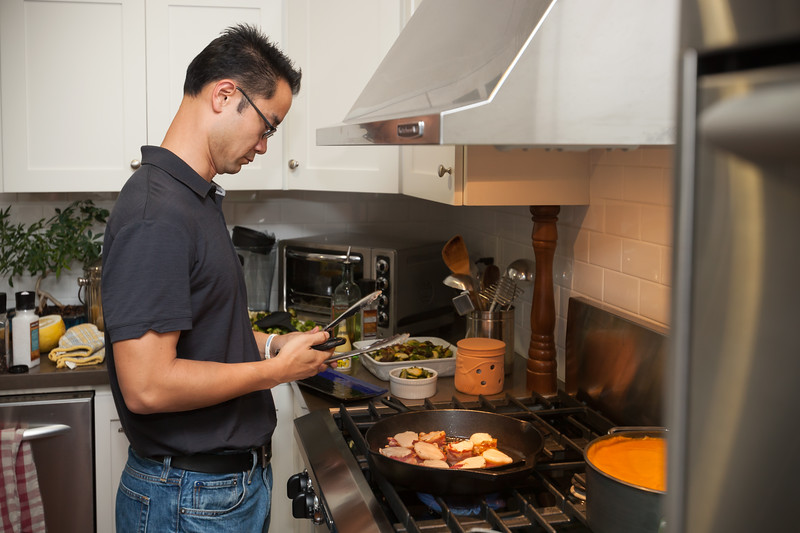 Pete checks his messages while cooking (I picture Gordon Ramsay grabbing the phones and throwing them against a wall)