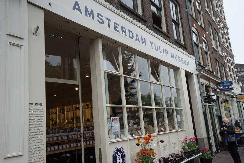 09-17-16 DSC01206 Amsterdam Along walk.jpg