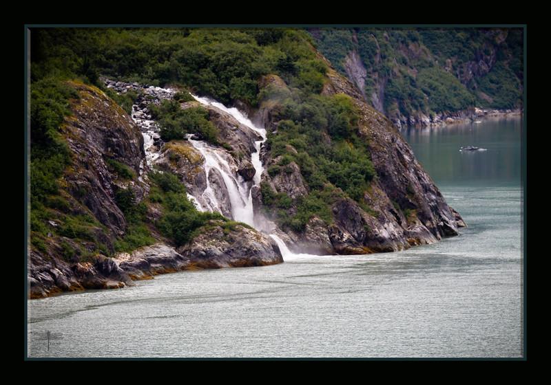 Waterfall_fjord_BL8E6720.jpg