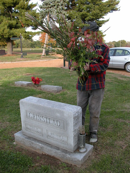 bob putting flowers on mom and dads grave at valley view cemetery DSCN1066.JPG