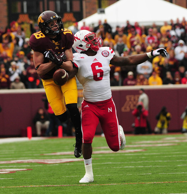 . Minnesota wide receiver Derrick Engel could not hold onto this long third quarter throw from quarterback Philip Nelson. Defending on the play is safety Corey Cooper.  (Pioneer Press: Scott Takushi)
