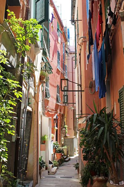 Italy-Cinque-Terre-Vernazza-09.JPG