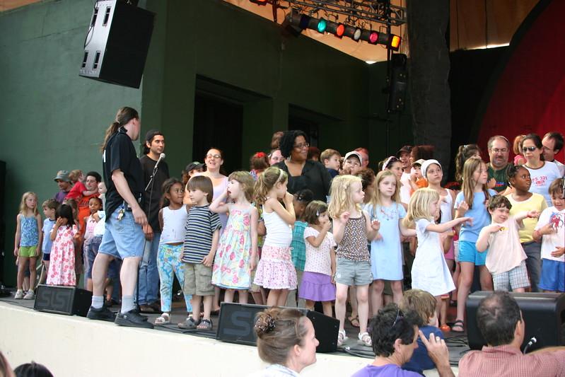 06.07.09 Ralph's World Concert123.JPG
