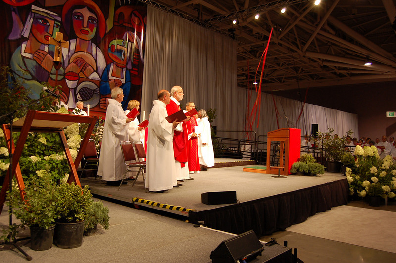 Presiding Bishop Mark S. Hanson gives the closing blessing.