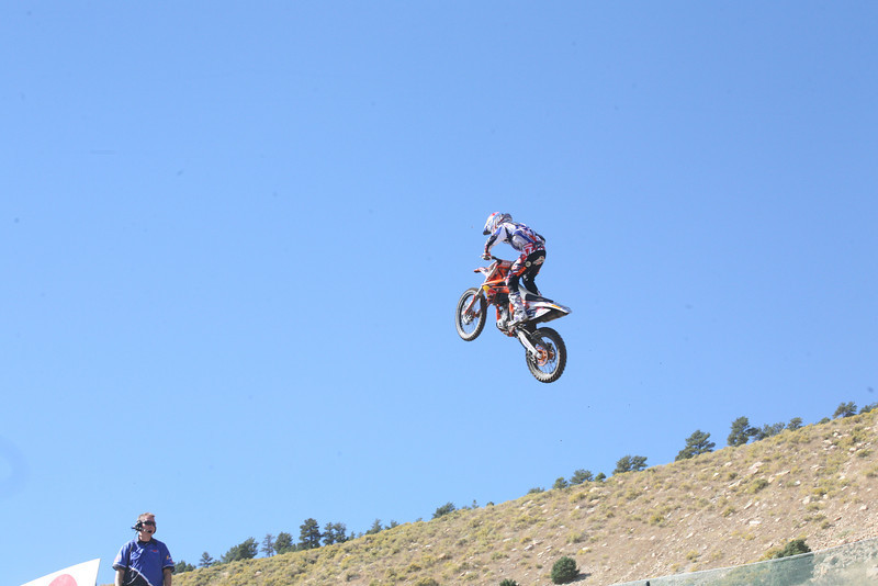 Musquin trying to stretch out and make the 120' uphill table.