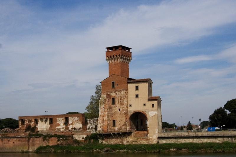 Old Fort ion the Arno n Pisa.jpg